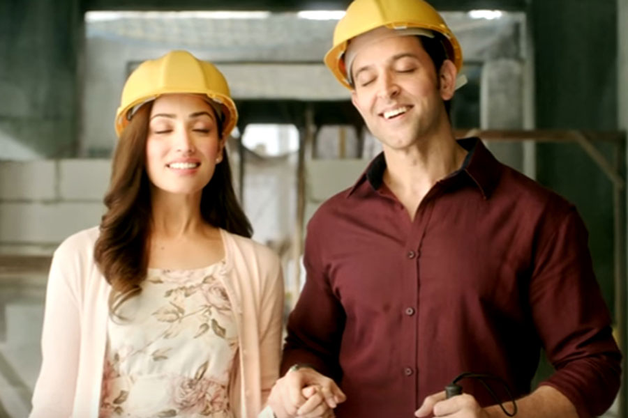 Kaabil Movie Review: A Ragingly Stupid FIlm That Will Assault Your Senses, Film Companion
