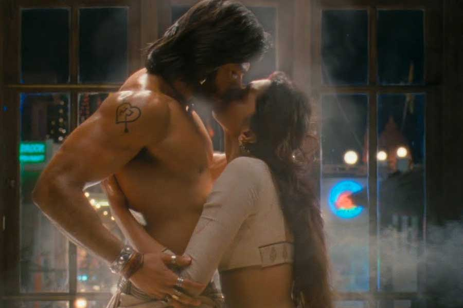 The Fascinating World Of Bollywood Fan Fiction Writers, Film Companion