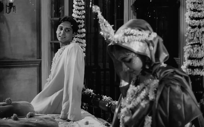 Great Romantic Scenes In Indian Cinema That Inadvertently Practice Social Distancing, Film Companion