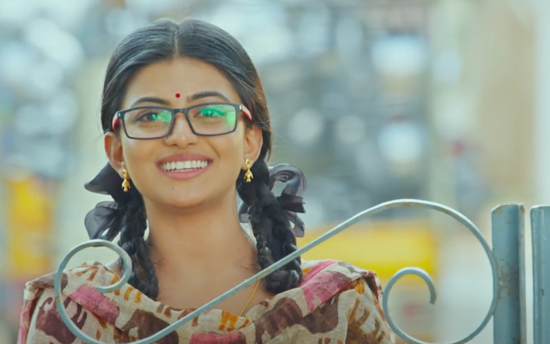 Movie Review Of Kamali From Nadukkaveri: An Underdog Story With A Fake Smile Pasted Over It